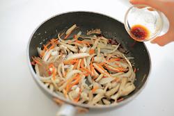 【玄米】きのこ炒めと玄米の山芋がけ