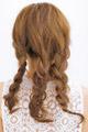 後れ毛がポイントのヘルシーアレンジ