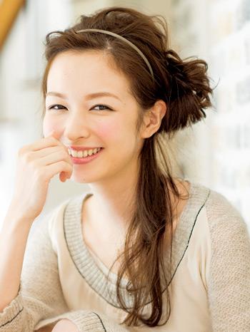【2】ゆるふわサイドな大人簡単お団子ヘア