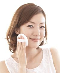 日焼け止め効果のある化粧下地で肌のくすみをオフ!