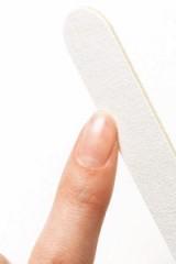短い爪のマニキュアの塗り方