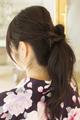 着物に似合う花の飾りで大人のまとめ髪