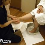 「能作」錫の桶に足を入れて、優雅な気分で足湯&角質のケア。