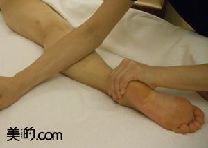 テマエマッサージには、腕まで使うロミロミ風のアプローチもミックスされています。