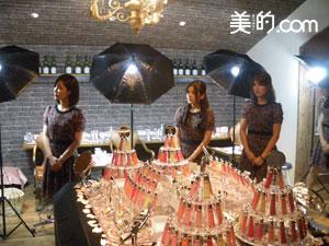 大阪の各店舗で活躍中のビューティスタイリストもスタンバイ。
