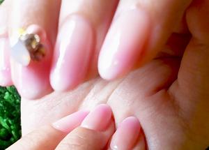 ピンク×ストーンでふんわりやわらか桜色ネイル