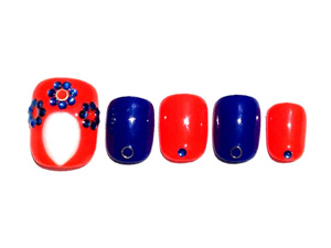 原色系の赤×青で作るガーリーネイル