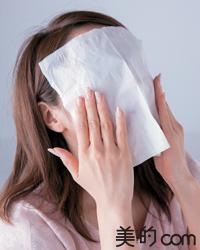 化粧水ミストで乾燥を防いでヨレを解消!