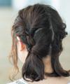 2段活用×後れ毛でガーリーなアップヘアに