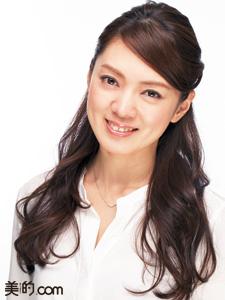 【巻き髪×ヘアスプレー】長時間キープする巻き髪ヘアアレンジの作り方