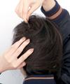 ぴたっとシルエット×危うげ後れ毛の絶妙コンビネーション