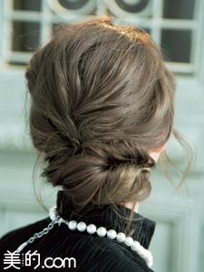 華やかなルーズまとめ髪