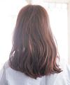 くせ毛を活かしたスタイリングでほんのり色っぽく
