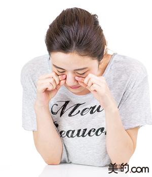 顔のたるみを解消する簡単顔の筋トレ法