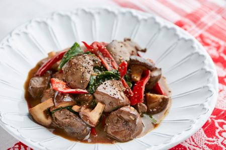 「鶏レバーのバルサミコ炒め煮」