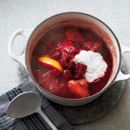 ビーツとチアシードヨーグルトのボルシチ鍋