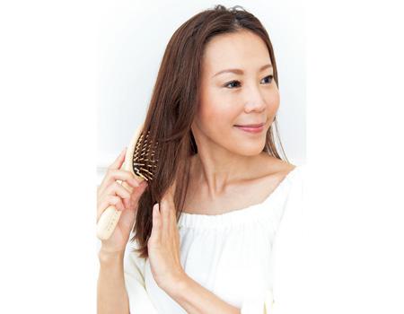 ブラッシング&頭皮マッサージで若い女性も抜け毛対策