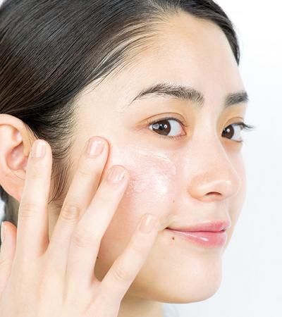 【化粧下地の使い方】肌にツヤ感を仕込んで透明感を引き出して