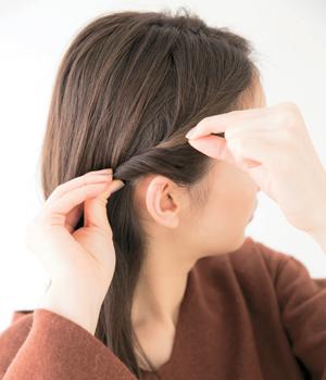 ひとつ結びもねじり前髪&スカーフでスペシャルな雰囲気に