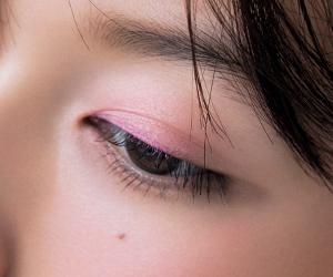 大人のピンクは質感が命! シアーピンクで透明感を