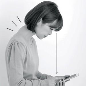 スマホや携帯電話を見るときの姿勢にも注意!
