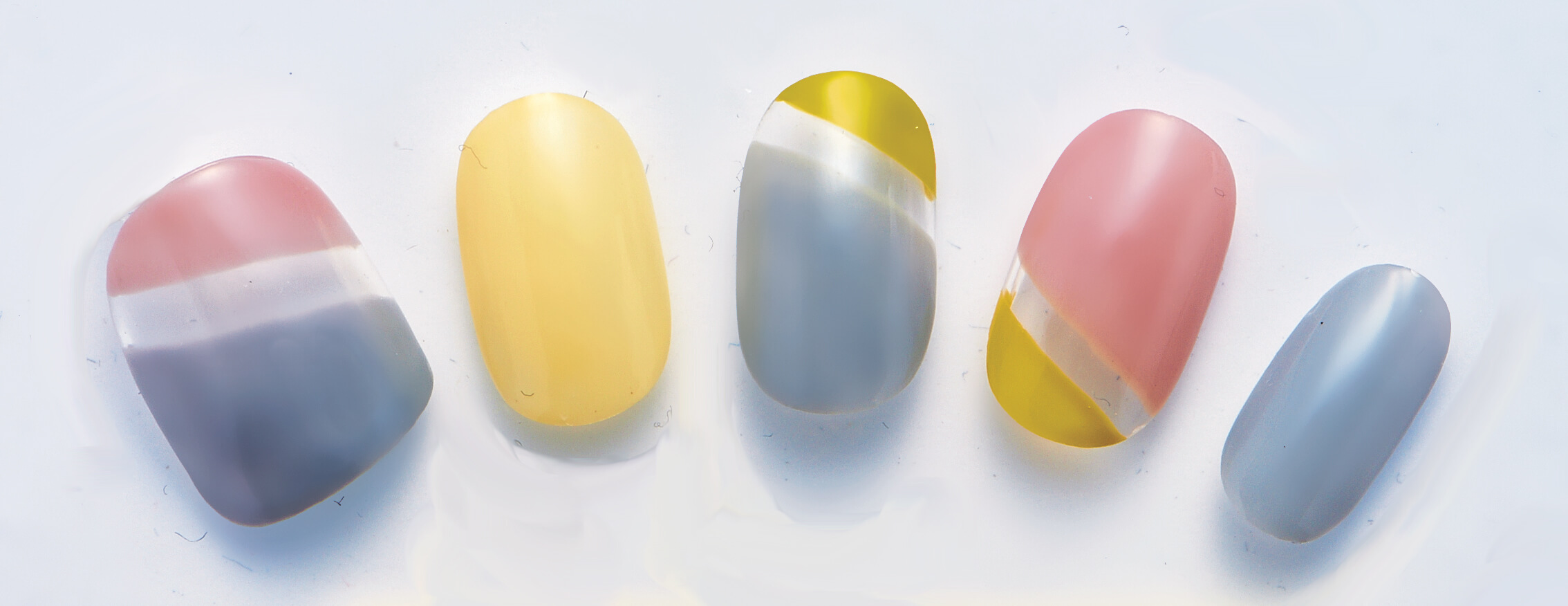 テープを使えば簡単に塗れる夏のパステルカラーネイル