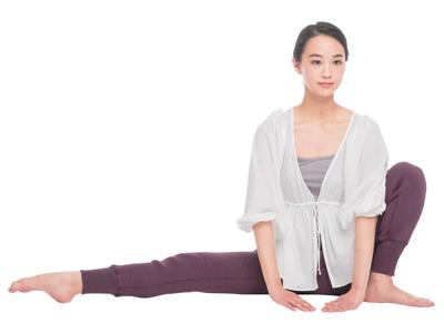 次は立ちor座った姿勢で、股関節や太ももを柔らかく