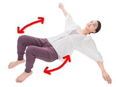 「床バレエストレッチ」で固くなりやすい下半身を柔らかく!