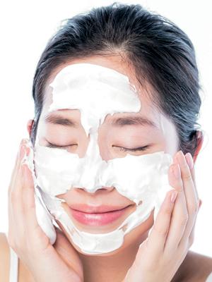 エイジレス美女の正しい洗顔ステップ