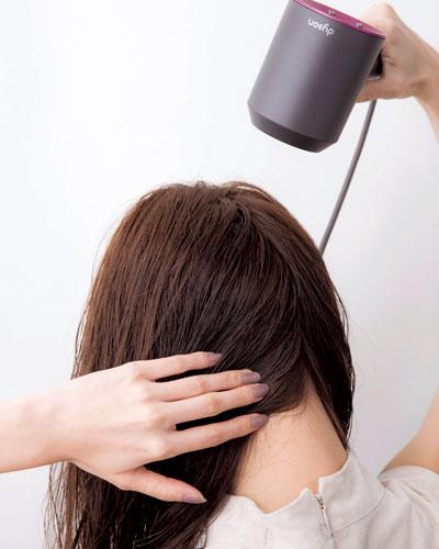 剛毛さんは強風を上から! 髪の広がりを抑える