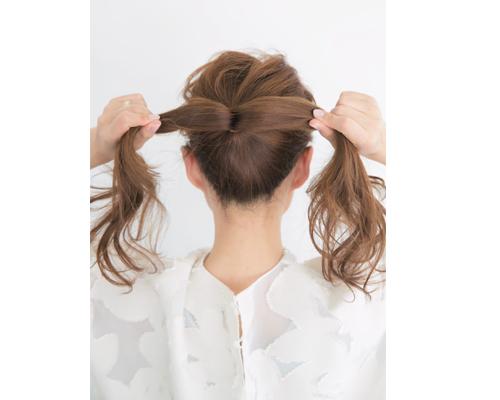 ロングヘアシンプルまとめ髪アレンジで仕事・オフィスでも垢ぬけ