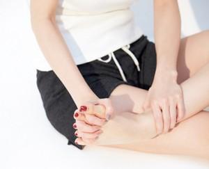 人気モデル・泉里香さんの足マッサージ法