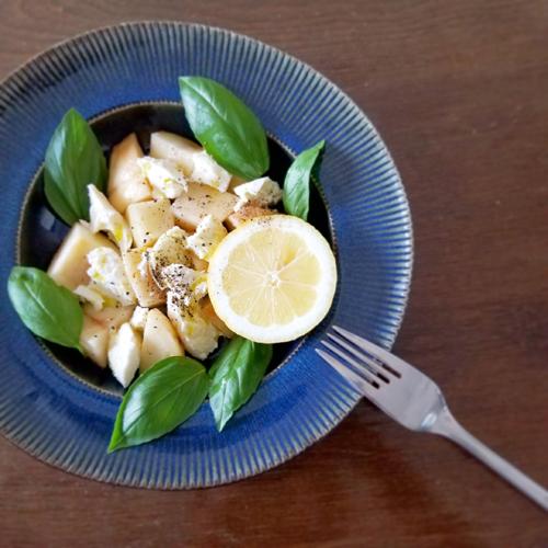 桃とモッツァレラチーズのサラダ