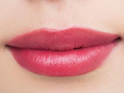 唇 の 色 が 濃い