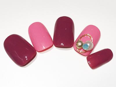 大人可愛いピンク×大ぶりパーツが華やかなネイルデザイン