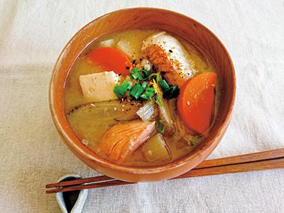 根菜とサケの酒かす汁