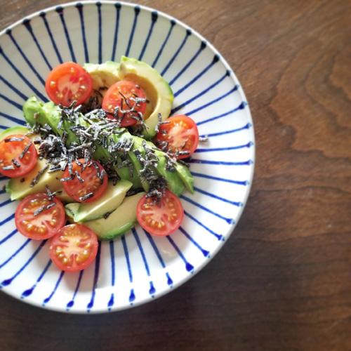 アボカドとミニトマトの塩昆布サラダ