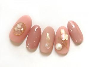 ピンクネイル&ツヤ×マットコートで指ごとに異なるニュアンスを