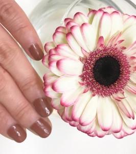 胡粉ネイルは爪に優しいのに速乾マニキュア