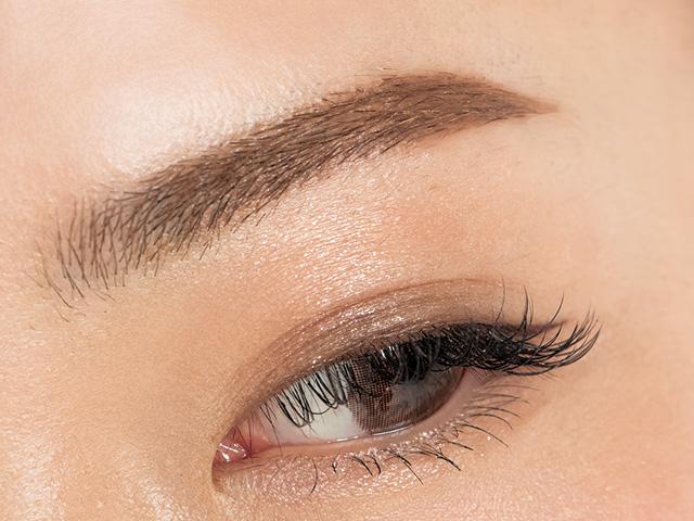 美人インスタグラマーの眉の作り方
