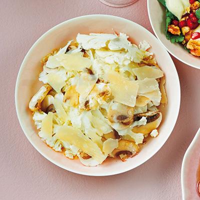 マッシュルームとカリフラワーの白い前菜