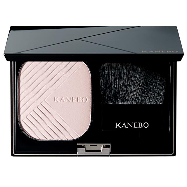 KANEBO|ラスターカラーファンデーション 9g ¥12,300(スポンジつき/ケース/ブラシ込み)