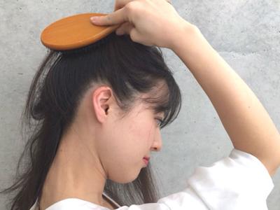 ヘア&メイクアップアーティストが教える!頭皮ケアにおすすめのブラシ&ブラッシング術