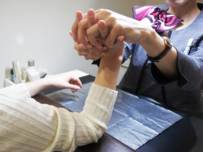 手のエイジングケア+爪のお手入れ」メニューを体験