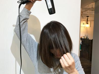 クセ毛ストレートヘアをストンとまとめる