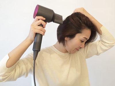 乾かしながら髪をまとめてしまう