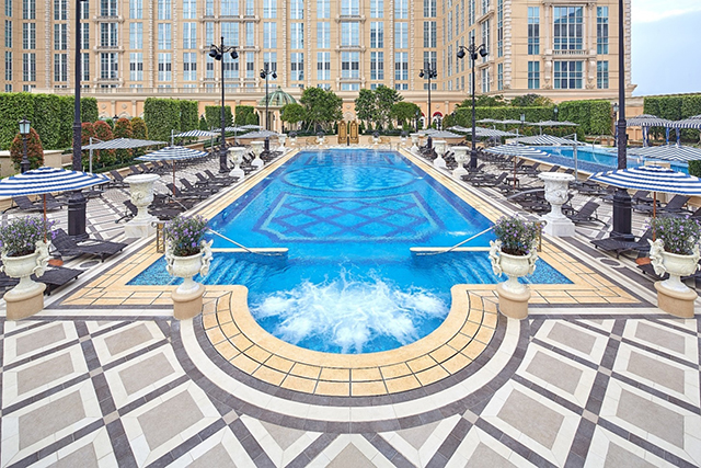the-parisian-macao-outdoor-pool