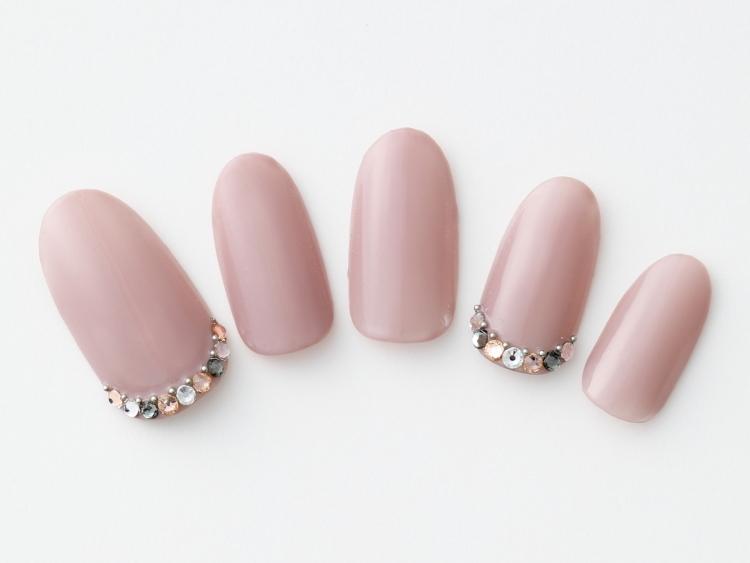 スモーキーピンクの単色ネイル