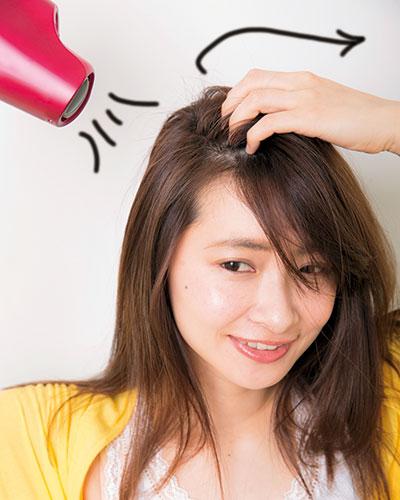 髪の広がりが気になる人は夜のヘアオイルケアを