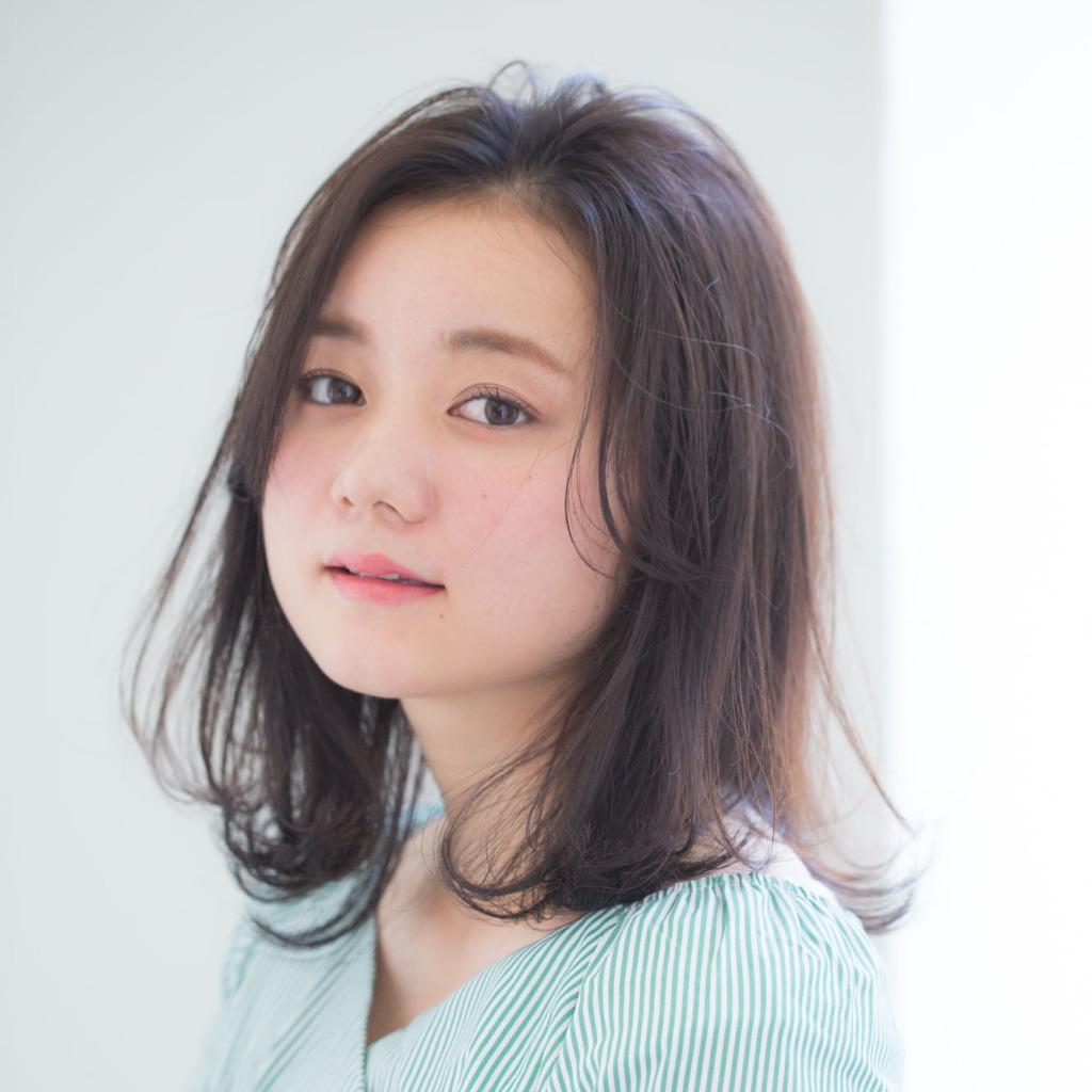 """【3】""""長め前髪×ヌケ感ミディ""""で色っぽさをプラス"""